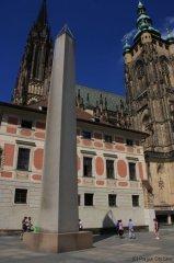 III. nádvoří a obelisk