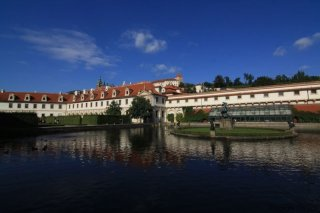 Valdštejnská zahrada a výhled na Pražský hrad