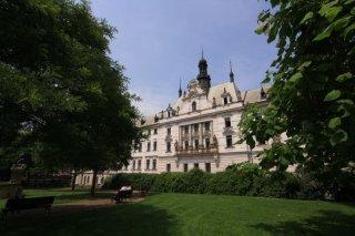 Karlovo náměstí - budova soudu