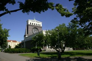Kostel Nejsvětějšího Srdce Páně na náměstí Jiřího z Poděbrad