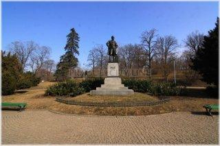 Praha 2 - Riegrovy sady- pomník F. L. Riegra