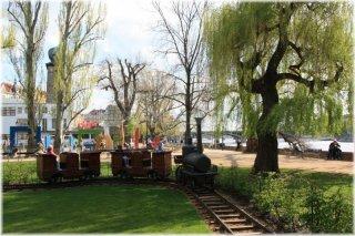 Dětské hřiště s vláčkem  na Slovanské ostrově