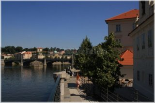 Nábřeží Mikuláše Alše - pohled na Mánesův most
