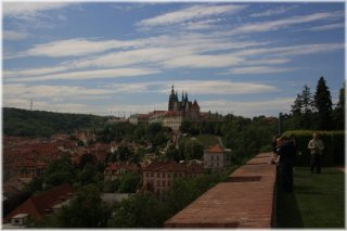 Kramářova vila - výhled ze zahrady na Pražský hrad