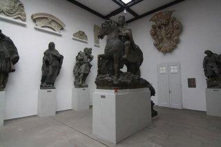 Praha 7 - výstaviště - Lapidárium Národního muzea - interiér - pomník sv. Václava, který stál původně na Václavském náměstí.