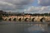 Karlův most a v pozadí Pražský hrad