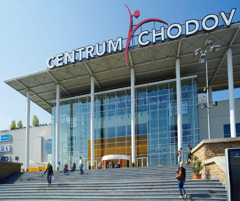 Někdejší největší české obchodní centrum s více než 210 obchody. To je  Chodov. Je známý tím d5e53a54207